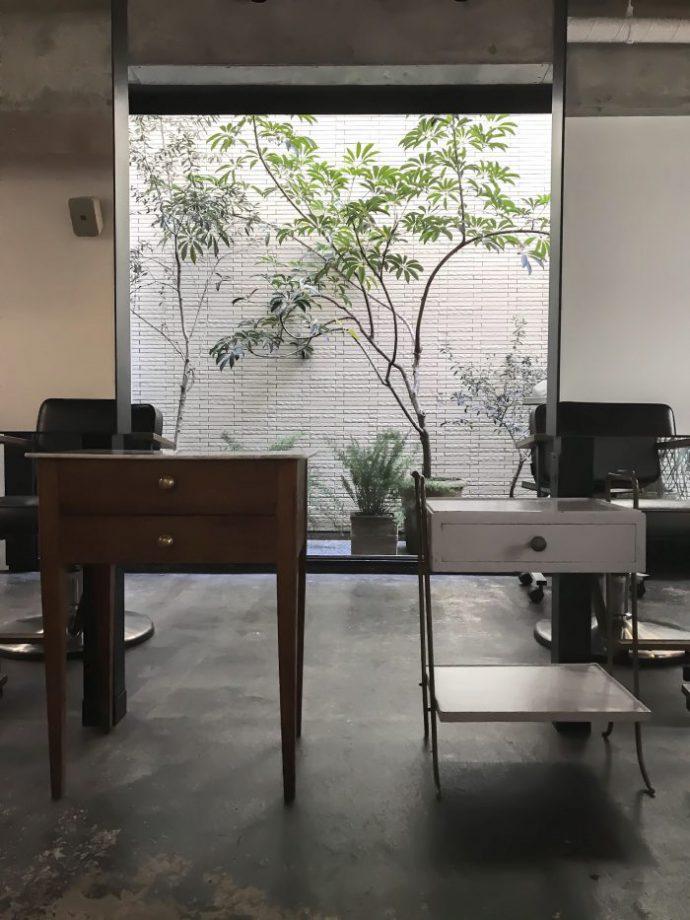 美容室の家具 フレンチヴィンテージテーブル
