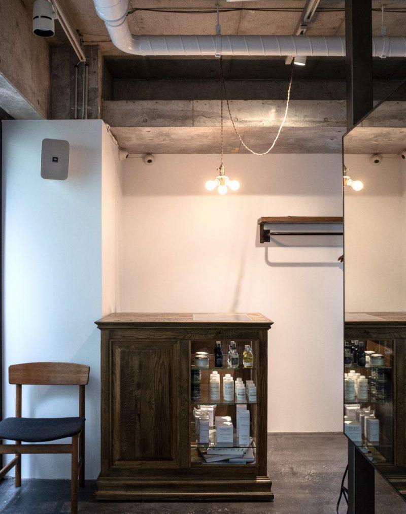 美容室の家具 自らデザインしたレセプションカウンター